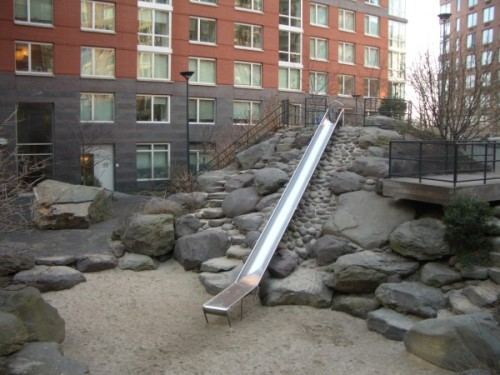 Teardrop playground slide