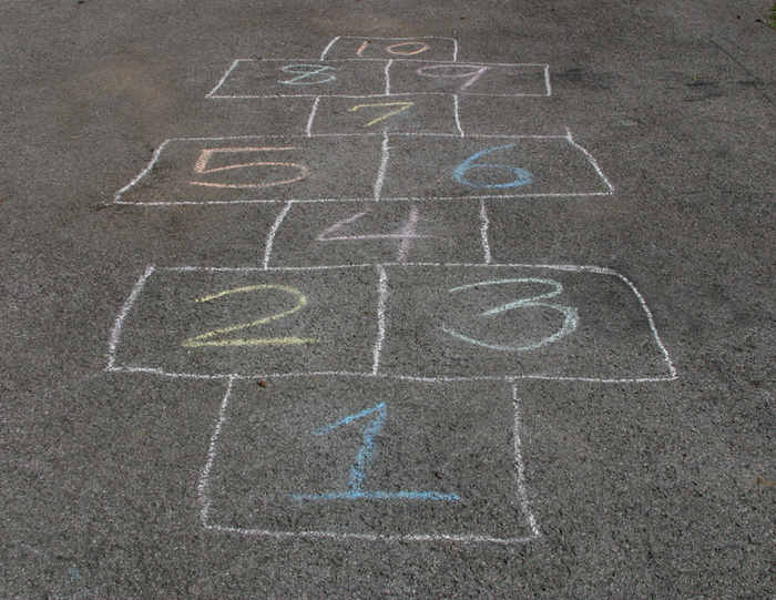 how to draw a hopscotch board