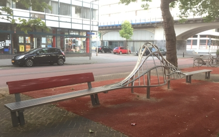 Play structures in street in Oude Noord