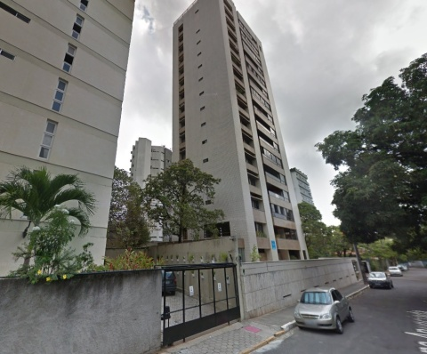 Photo from Google Street View of street in Graças, a middle-class Recife neighbourhood